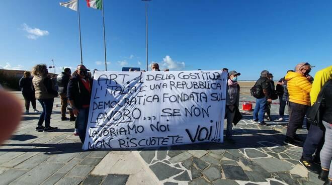 Viareggio, protesta contro le chiusure anticipate