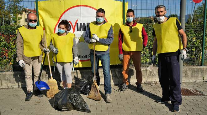 volontari pulizia M5S