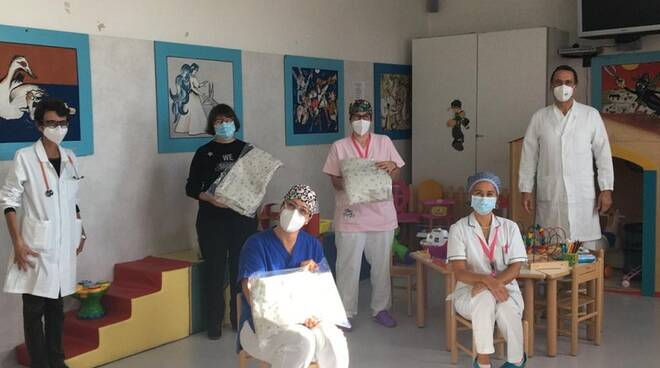 wrapping di contenimento copertine per le patologie neonatale donate a empoli