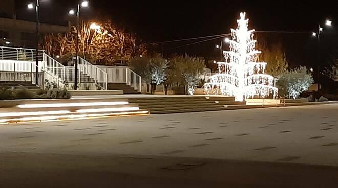 albero di Natale 2020 piazza Aldo Moro Lucca