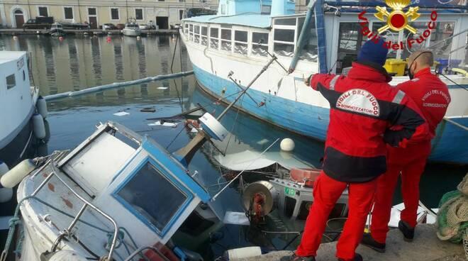 Barche affondate in porto a Livorno