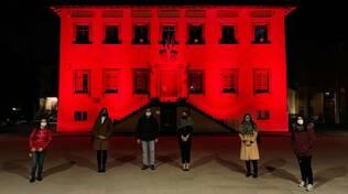 Comune di Porcari illuminato di rosso