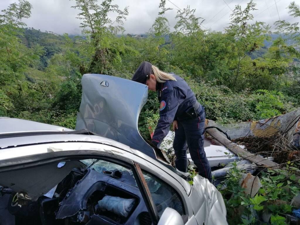 Deposito abusivo di auto sulle colline del Candia