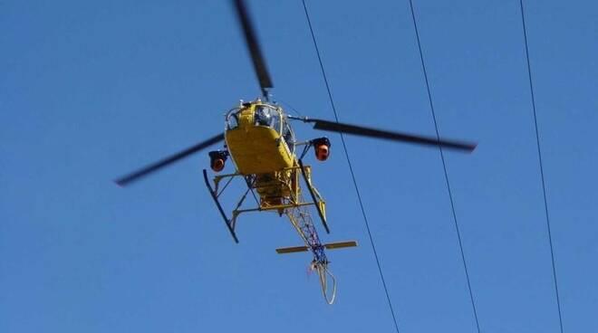 elicottero Enel controlli linee aeree