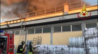 Incendio azienda tessile a Montale