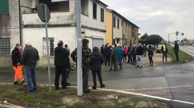 La Porcari che Vogliamo protesta spartitraffico via Diaccio via Puccini Porcari