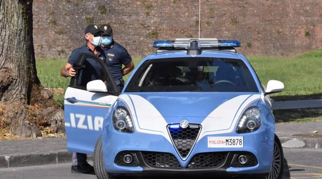 polizia mascherina Lucca