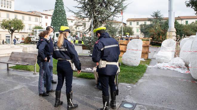 polizia municipale in piazza vittoria a empoli