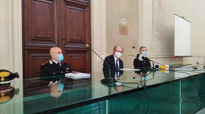 procuratore di pisa alessandro crini con i carabinieri