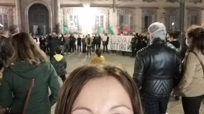 Serena Borselli in piazza con i commercianti