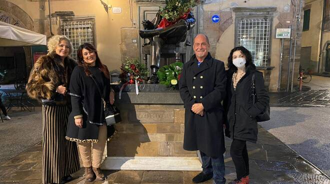 Andrea Colombini Puccini omaggio statua