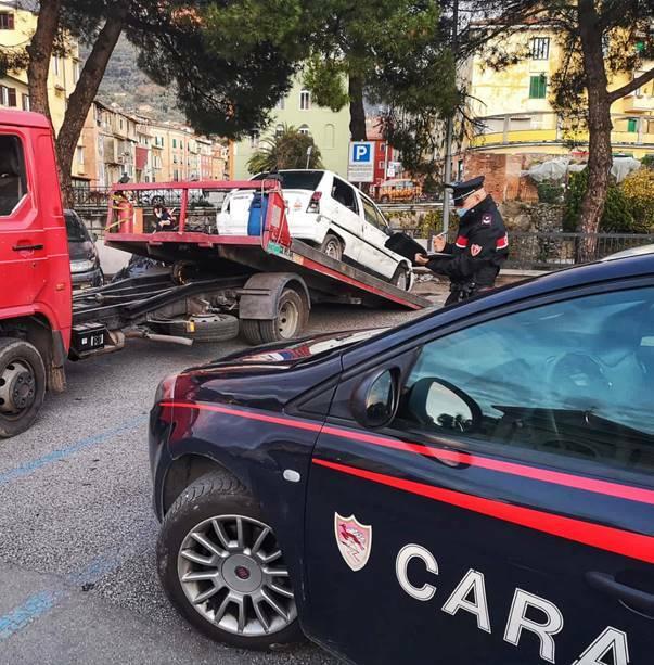 Cimitero di auto a Carrara