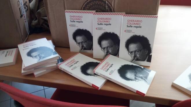 Consegna libri Gherardo Colombo al checchi