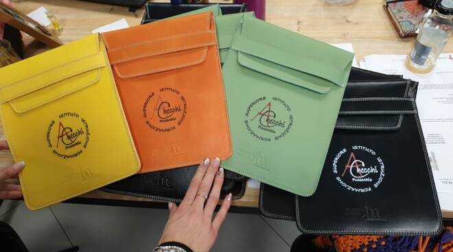 Consorzio Toscana Manifatture dona tablet agli studenti del checchi di fucecchio
