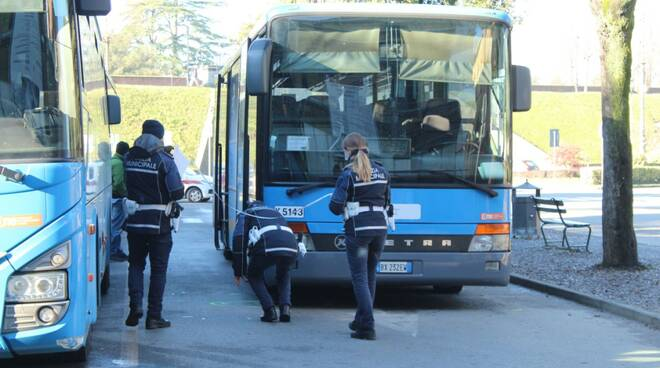 Incidente in piazzale Verdi: donna travolta da un bus