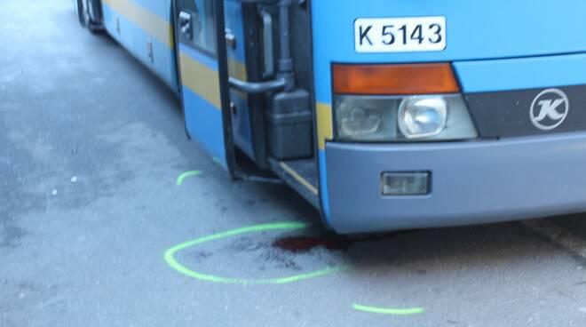 Incidente in piazzale Verdi: donna travolta da un bus
