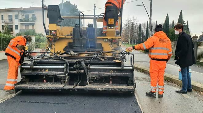 lavori asfaltatura via Romana