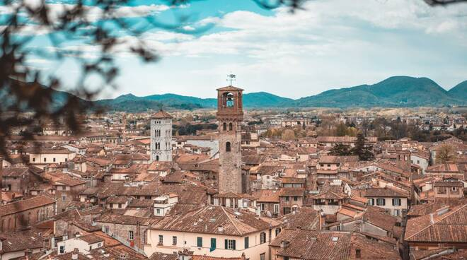 lucca torre ore