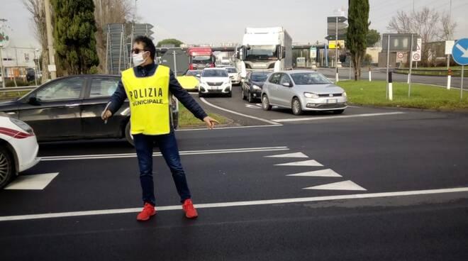 polizia municipale Altopascio chiusura A11 verso Chiesina Uzzanese