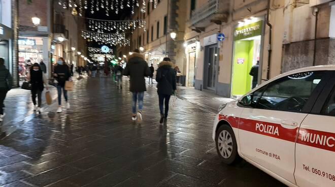 polizia municipale e movida nel centro di pisa