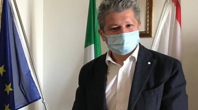 simone giglioli sindaco di san miniato con la mascherina durante il coronavirus