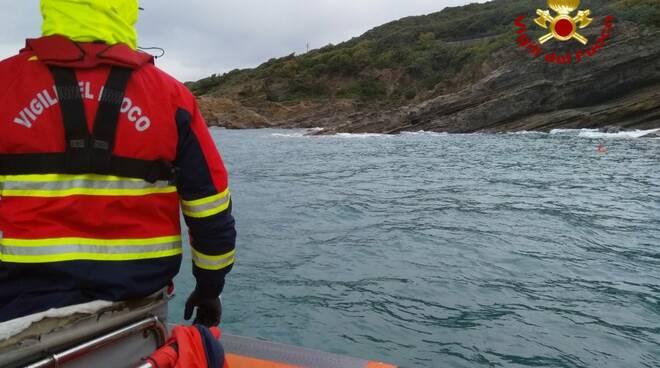 sommozzatori e motobarca vigili del fuoco