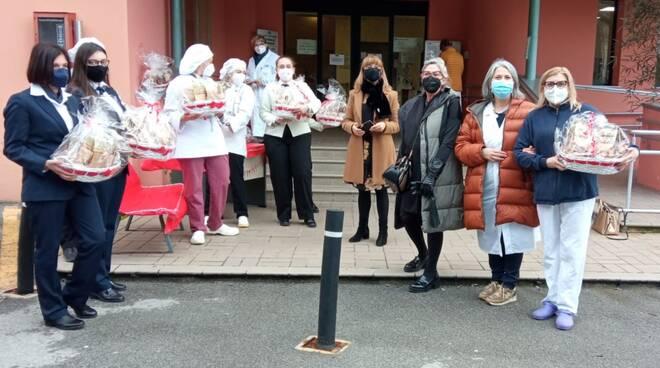 Studenti Barga donano biscotti al personale sanitario