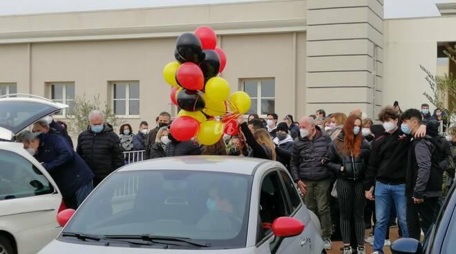 Addio a Luca Falcioni, il funerale a Ponticelli