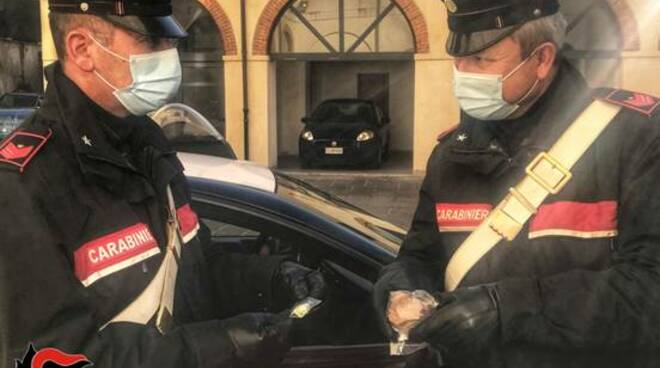 carabinieri carrara droga