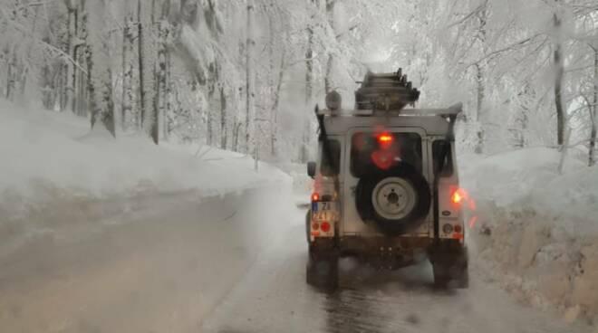 E-distribuzione operai lavoro neve Garfagnana
