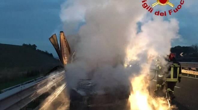 furgone a fuoco in A1