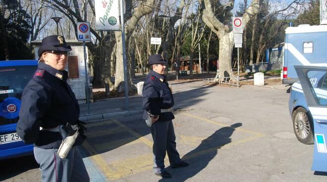 Polizia pineta viareggio