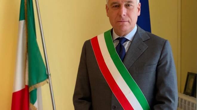 Giorgio Del Ghingaro con fascia da sindaco
