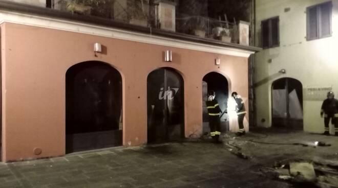 incendio ex Cafè Fellini piazzetta San Carlo 13 gennaio 2020 Lucca
