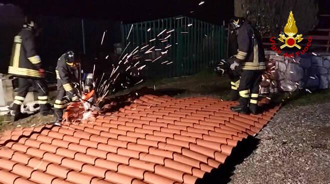 Maltempo tetti alberi caduti pericolanti intervento vigili del fuoco