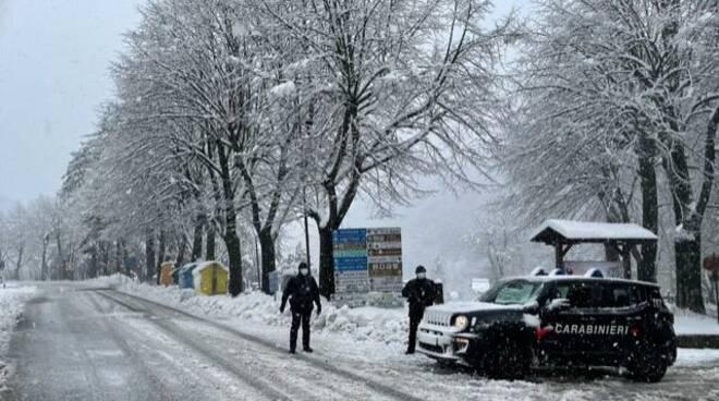 Neve Abetone e controlli dei carabinieri