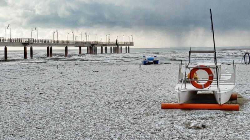 Neve in spiaggia a Marina di Pietrasanta