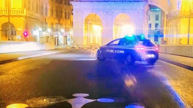 polizia ponte di mezzo a pisa