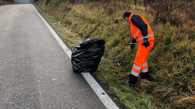 raccolta rifiuti abbandonati nelle banchine fucecchio