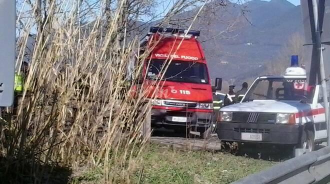 ricerche in Arno da parte dei vigili del fuoco del disperso a Calci