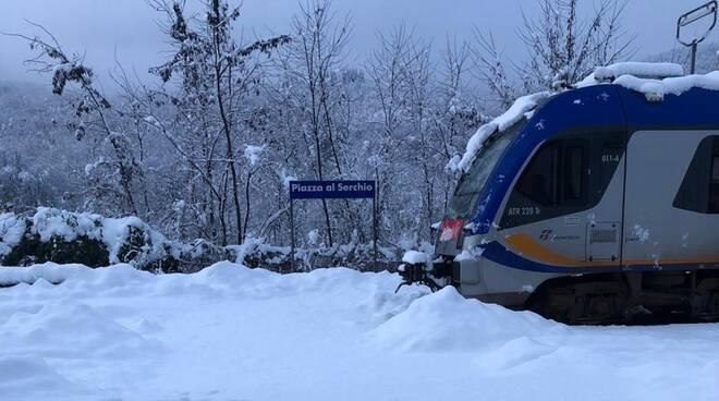 Stazione Piazza al Serchio con neve
