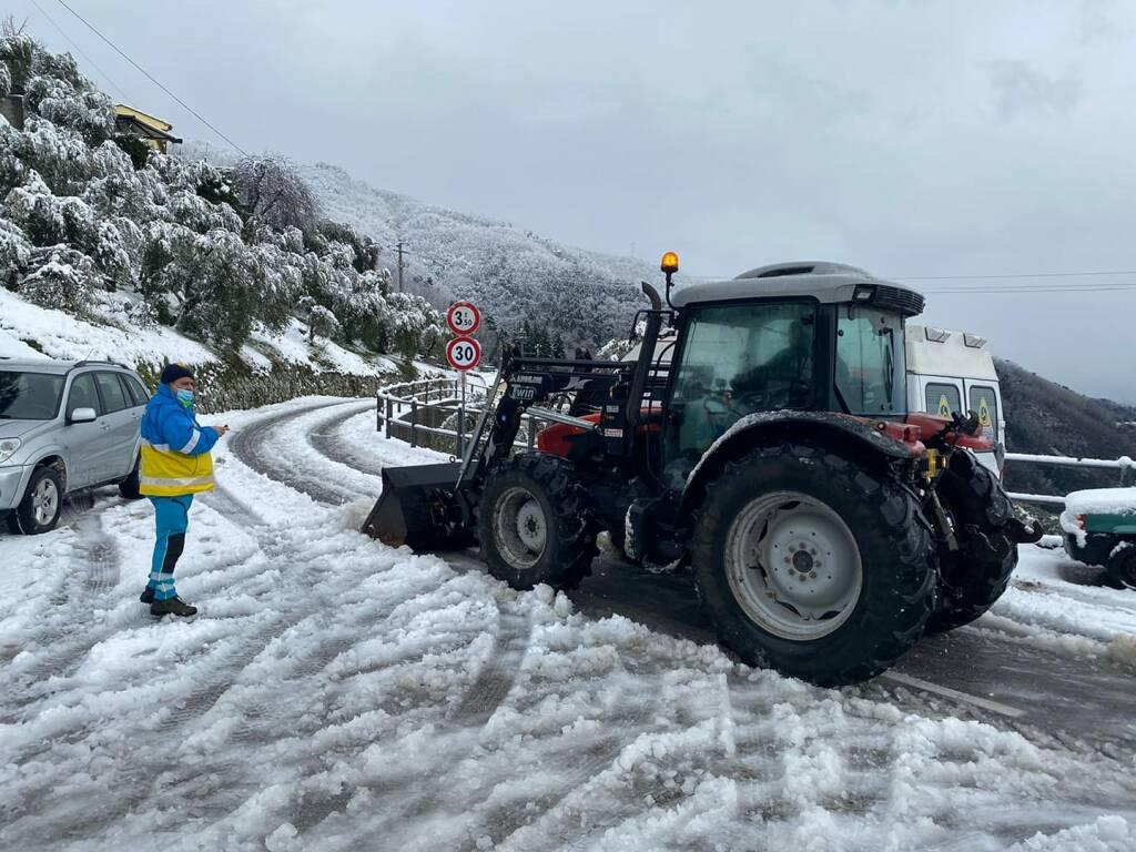 via di Pizzorna neve strada chiusa