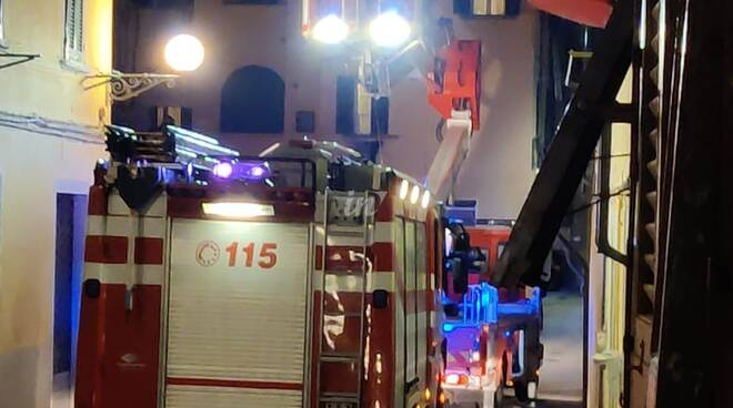 vigili del fuoco in centro a fucecchio