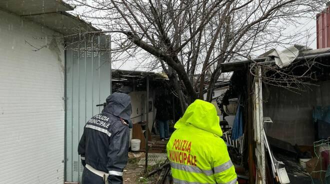 baraccopoli abusiva via della Resistenza Viareggio