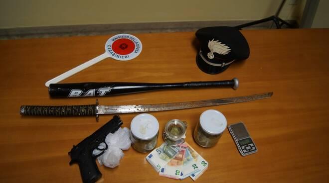 carabinieri empoli sequestrano armi, soldi, droga