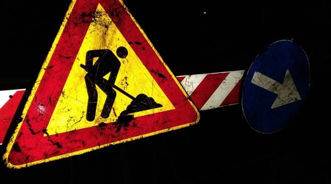 Lavori cartello stradale