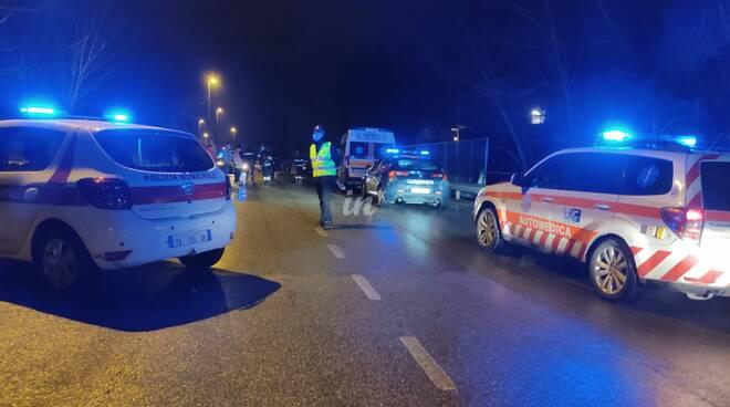 Minaccia di gettarsi in FiPiLi, traffico bloccato a Capanne