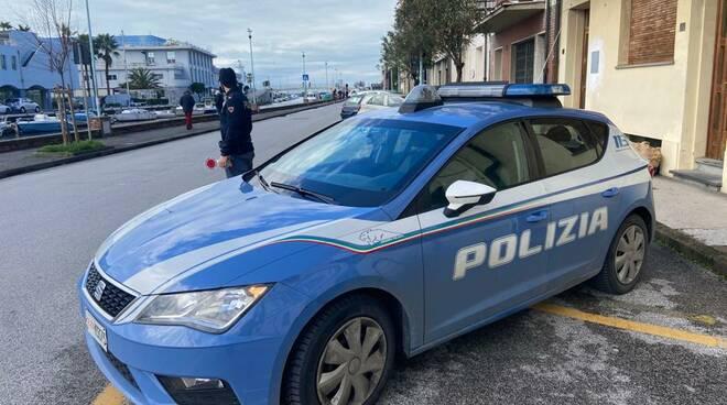 polizia viareggio lungo molo