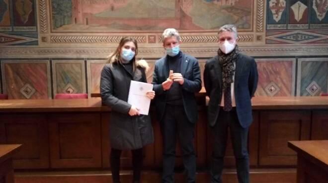 Vittoria Estratti con Simone Giglioli e Loredano Arzilli