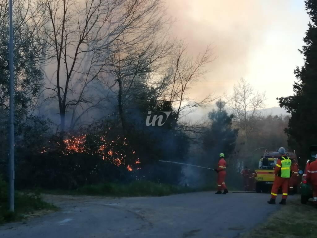 Bosco in fiamme a Cerretti di Santa Maria a Monte, 22 marzo 2021